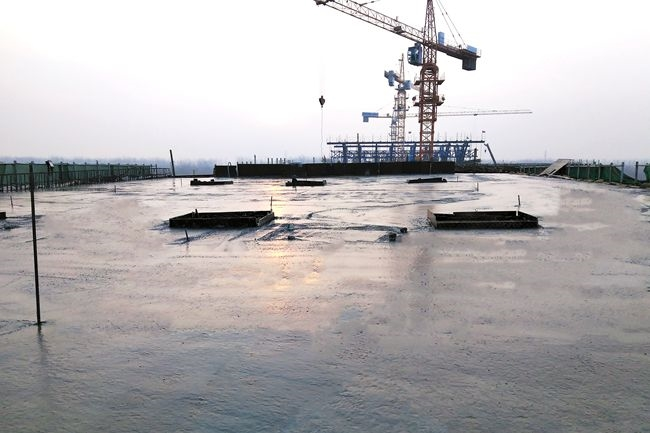 通號交通建設西華項目賈魯河大橋東引橋南幅現澆箱梁混凝土澆筑完成