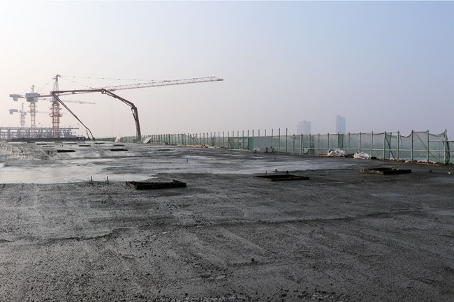 三一重工泵車澆筑現場 - 通號交通建設西華項目賈魯河大橋東引橋南幅現澆箱梁混凝土澆筑完成