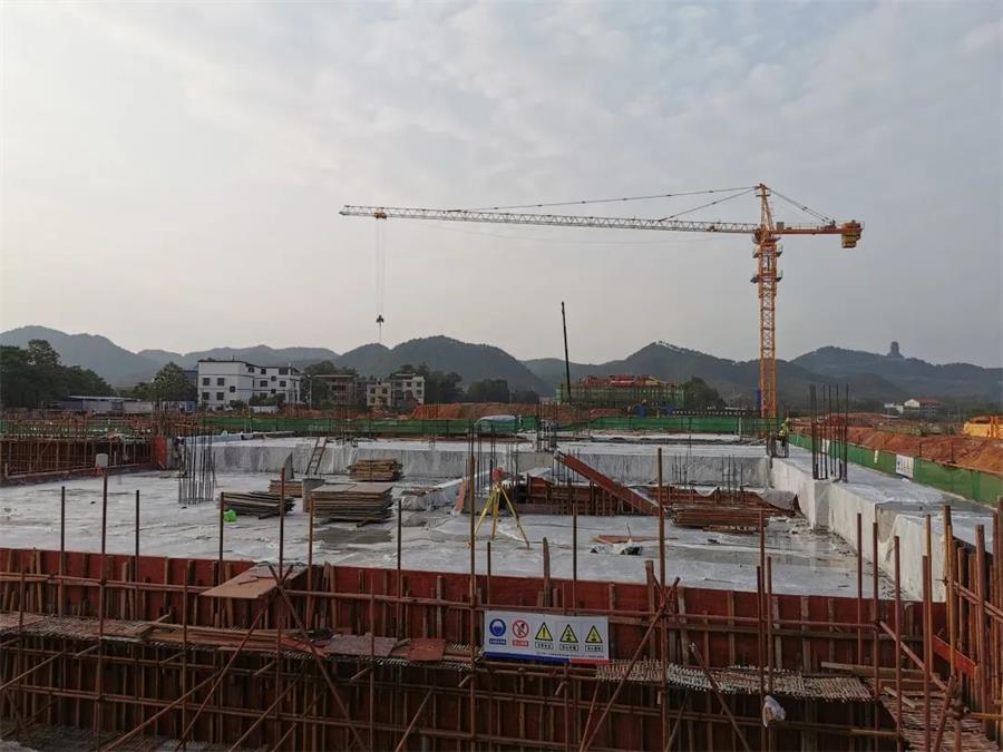中铁二十四局福建公司:信丰西站地下室顶板欧亿土浇筑完成