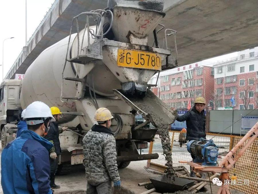 摩杰娱乐车浇筑现场 - 中铁二局三公司金义东轨道交通项目首根桩基混凝土浇筑成功