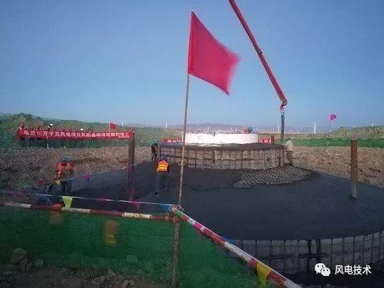 混凝土泵车浇筑现场 - 国家电投集团黄河公司乌兰10万千瓦风电场风机基础浇筑全部完工