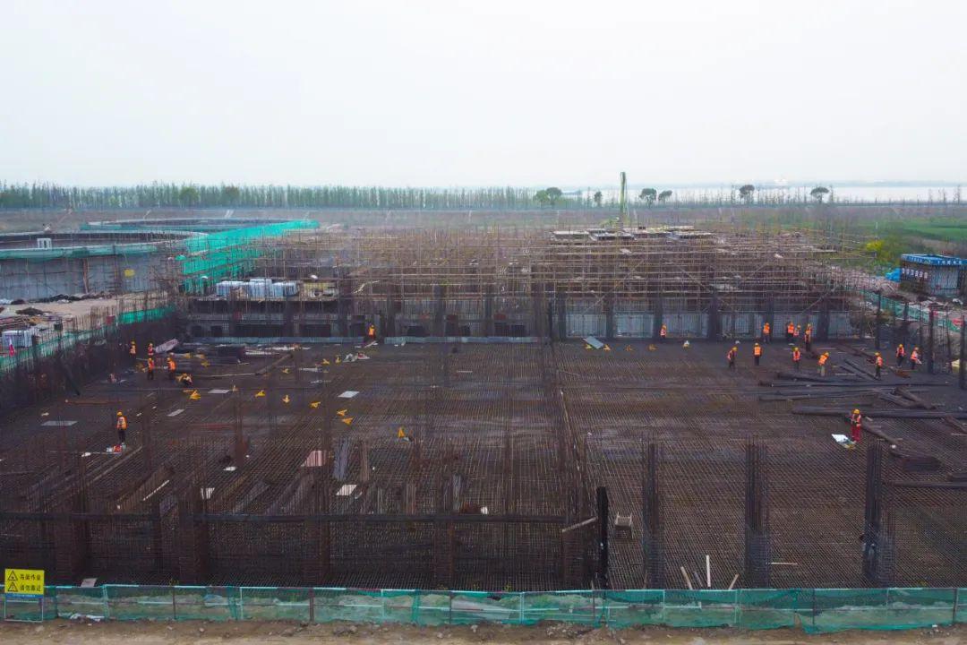 中联重科泵车浇筑现场 - 中交河海公司江苏泰兴污水处理PPP项目生化池A池底板顺利混凝土浇筑