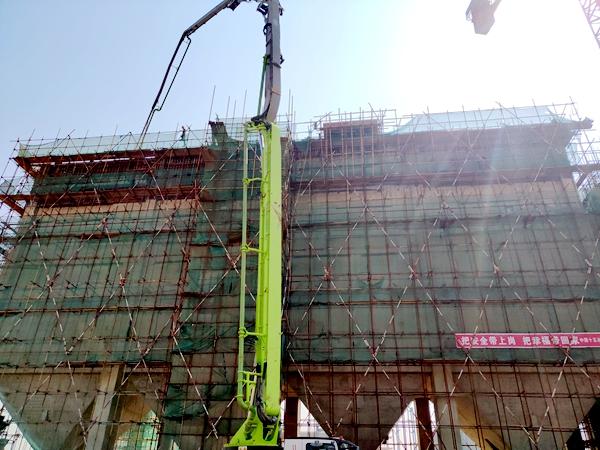 中联重科泵车浇筑现场 - 广西防城港钢铁基地项目焦炭缓冲仓6-10线+25.3米层结构顺利封顶