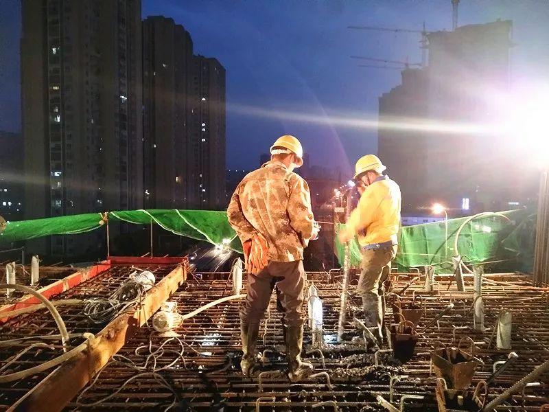 重庆轨道交通5号线跳蹬至江津段双福东站站厅层1-4/A-C轴砼浇筑完成