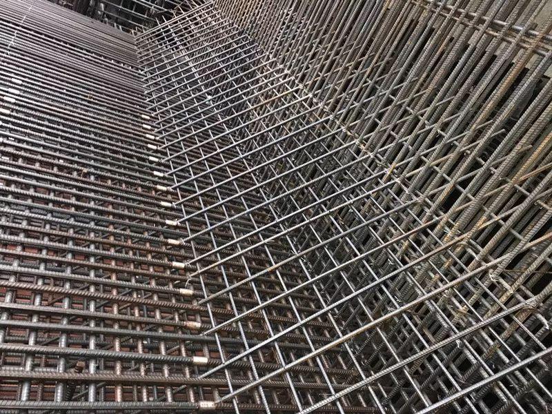 底板腋角筋绑扎 - 佛山地铁3号线工程太平站第一块底板混凝土浇筑顺利完成