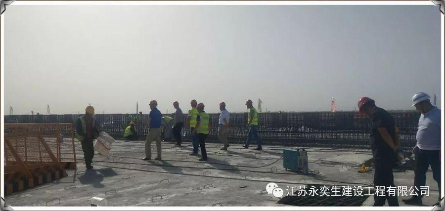 新疆G575巴哈四标北互通现浇桥箱梁金洋2牌混凝土浇筑圆满结束