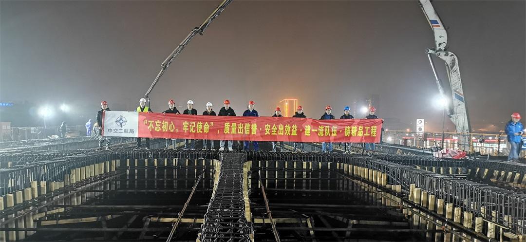 中联重科泵车浇筑现场 - 留祥路(花蒋路以东—绕城西线)主线桥第五联现浇箱梁成功浇筑混凝土