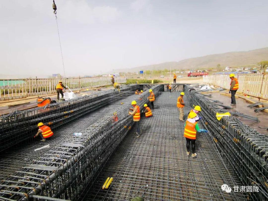 甘肃圆陇:城川互通立交项目首联现浇箱梁底腹板混凝土浇筑完成