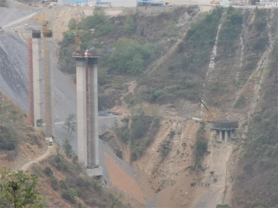 昭通市都香高速:张家坪特大桥主桥承台全部金洋2牌混凝土浇筑完成