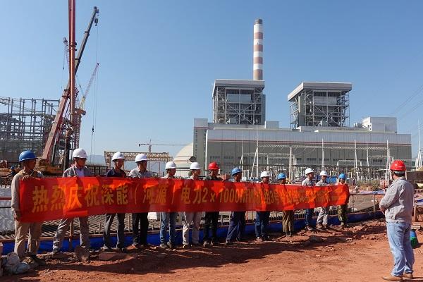 混凝土输送泵车浇筑现场 - 安徽电建:深能河源项目3号冷却塔第一段环基混凝土顺利浇筑