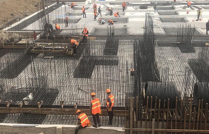 巧家白鹤滩移民工程天生梁子安置区1#地块第一块筏板欧亿土浇筑完成