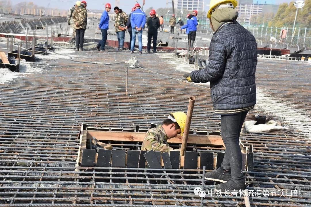 兴福大路高架桥第九联XU50连续梁顶板及第八联XU49连续梁一次性混凝土浇筑
