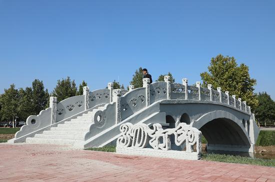 矗立在河北工业大学北辰校区的装配式欧亿土3D打印赵州桥