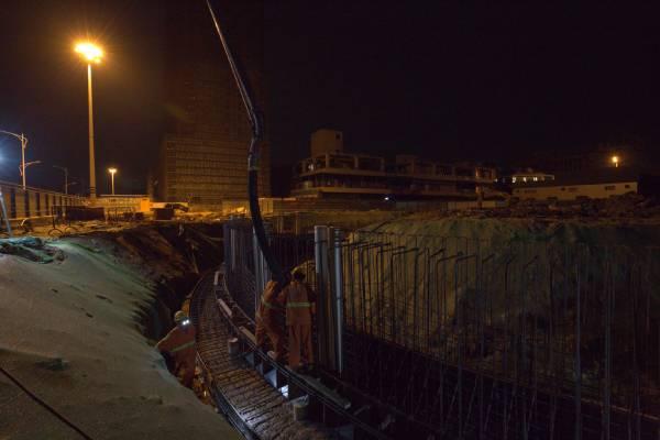 欧亿土输送泵车浇筑现场 - 珠江三角洲水资源配置工程工作井首仓导墙欧亿土浇筑完成