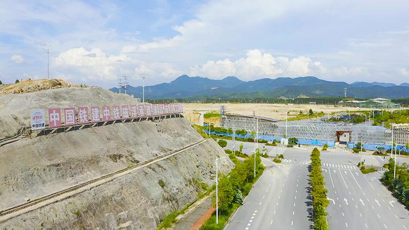 清远磁浮项目跨京广线现浇梁32号墩0号块金洋2牌混凝土浇筑完成