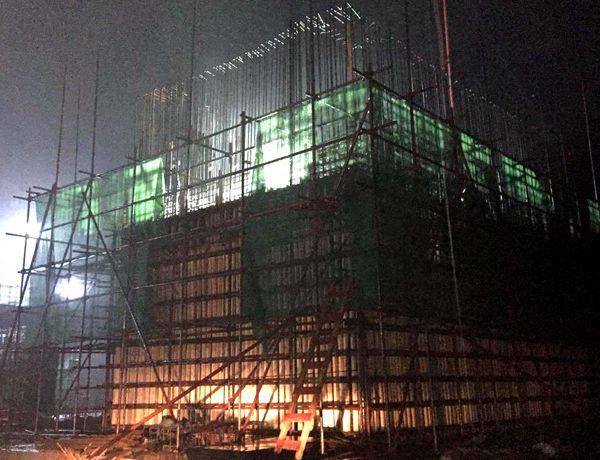 混凝土泵车浇筑现场 - 十五冶一公司华新水泥黄石项目部窑中2#墩墙体混凝土浇筑完成