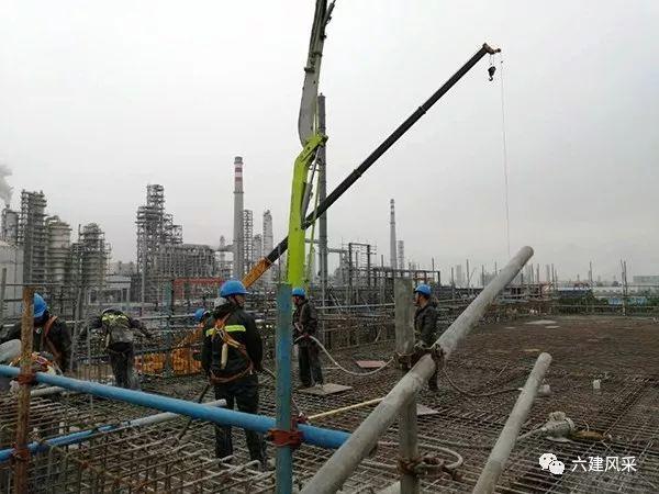 中联重科泵车浇筑现场 - 六建风采:四川石化项目部机柜间欧亿土浇筑完成