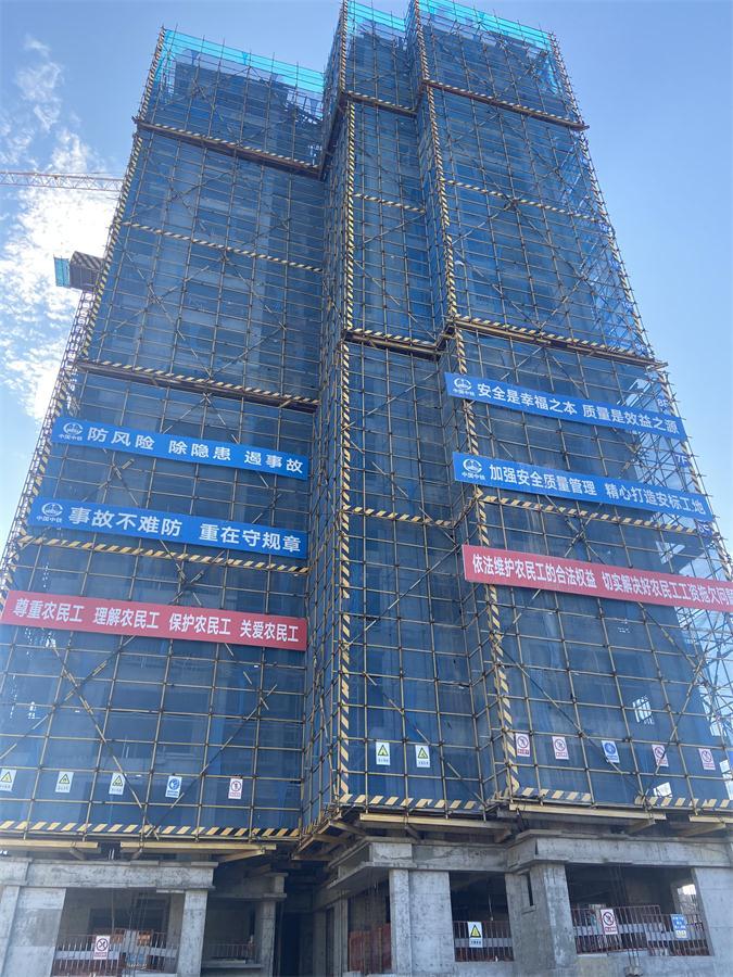 中铁八局建筑公司广元凤凰世纪城玫瑰华庭二期工程主体结构全部封顶