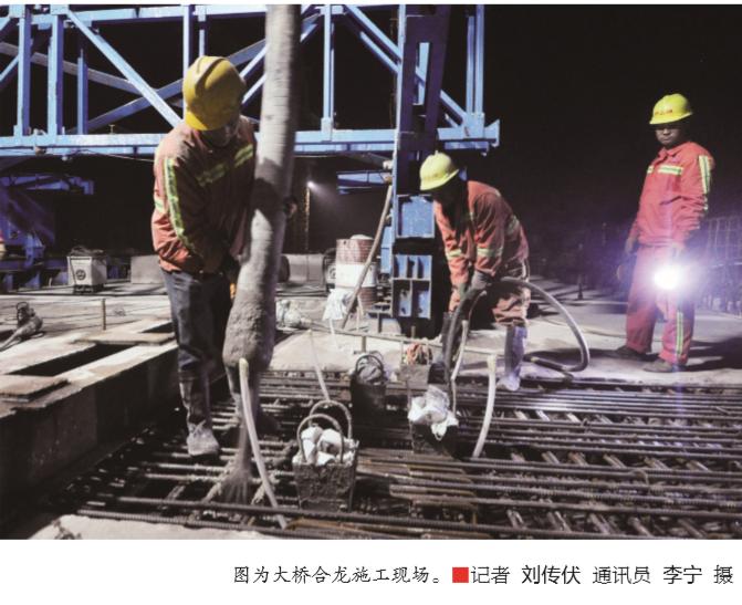 混凝土泵车浇筑现场 - 济宁西二环京杭运河大桥主体工程提前完成
