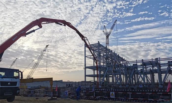 三一重工泵车浇筑现场 - 巴基斯坦塔尔电站项目2号机组汽轮发电机底板基础混凝土浇筑完成