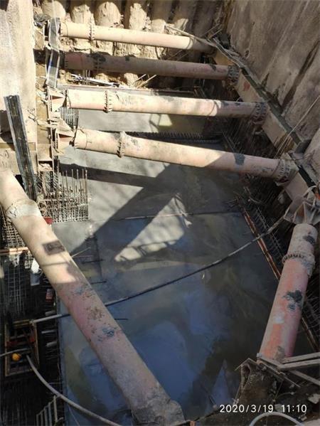 徐州地铁2号线一期07标周庄站附属工程1号出入口底板混凝土浇筑完成
