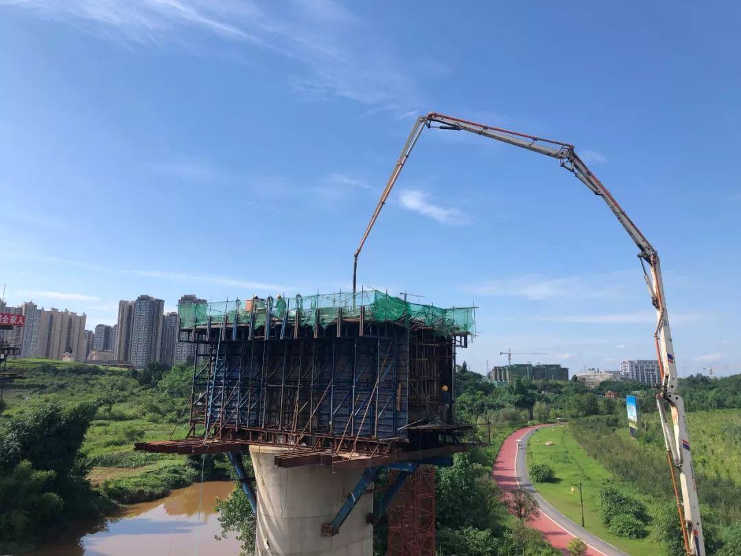 中聯重科泵車澆築現場 - 川南一分部小青龍河左聯絡線特大橋連續梁0#塊混凝土澆築完成