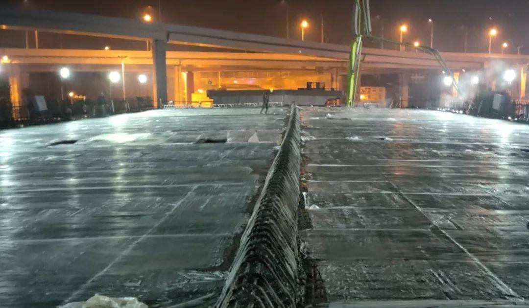 中联重科泵车浇筑现场 - 武汉天创市政:仙女山路工程一周内进行三次箱梁混凝土浇筑 共3196方